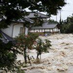 Na Japonskem se prebivalci borijo s hudimi poplavami