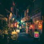 Fotografije, ki ponujajo dilemo; Ali je Tokyo bolj magičen podnevi ali ponoči?